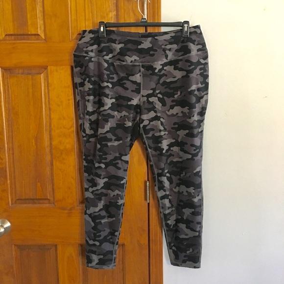 e1a58d71134 Torrid Athletic Camo Leggings Size 4